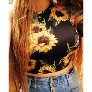 NWOT Sunflower print halter top 🌻
